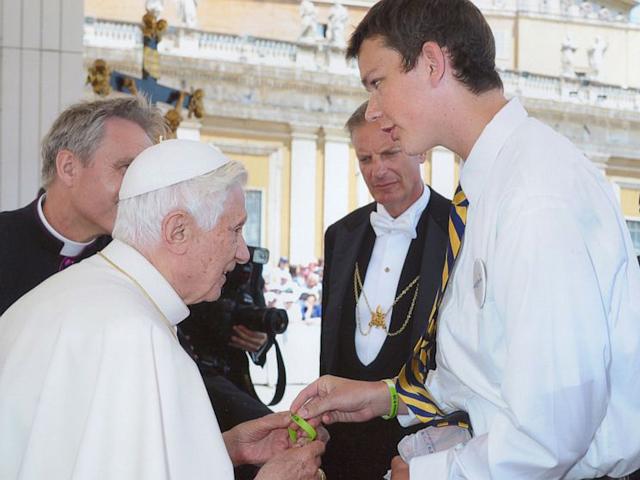 Ein Durch Papst Benedikt Xvi Gewirktes Wunder Poschenker