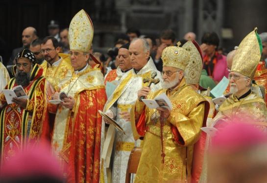 Vertreter der Ostkirchen bei der Auftaktmesse zur Nahost-Synode 2010 im Petersdom.