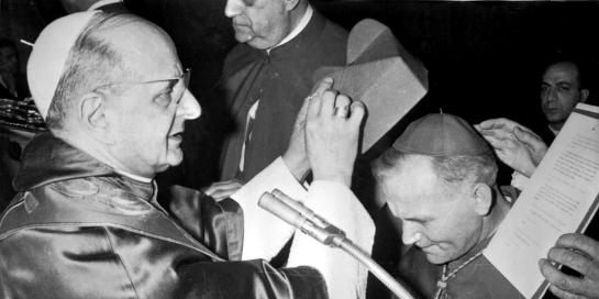 1978-10-16: PAPA PAOLO VI MONTINI INPONE  BERRETTA CARDINALIZIA AL CARDINALE WOJTYLA
