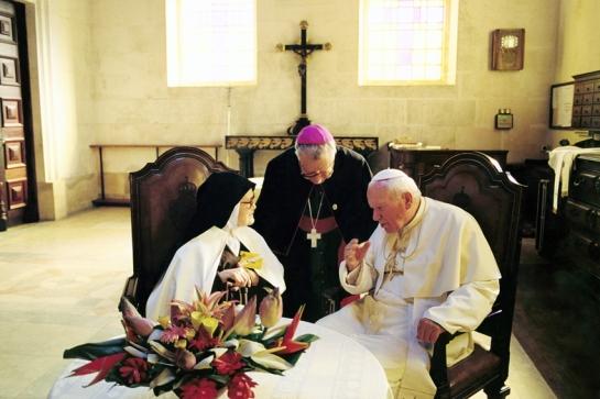 Irmã Lúcia, D. Serafim e João Paulo II 13.5.2000