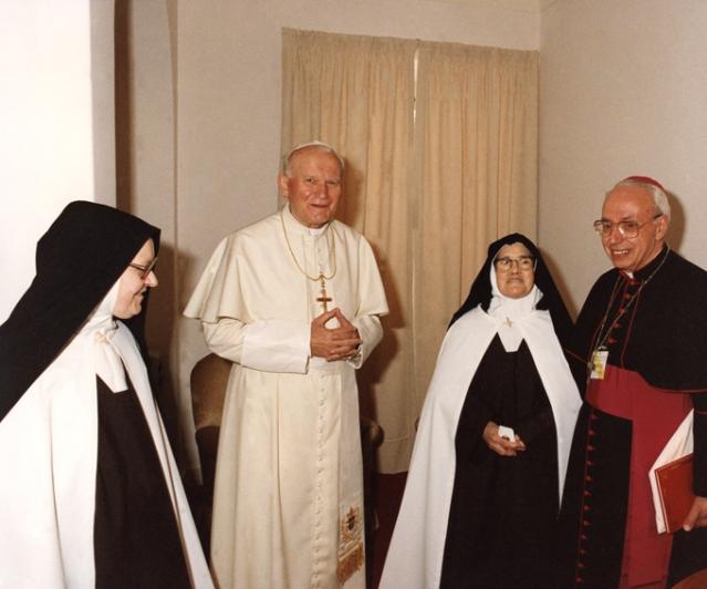 Madre Superiora, João Paulo II, Irmã Lúcia e D. Alberto 13.5.1991
