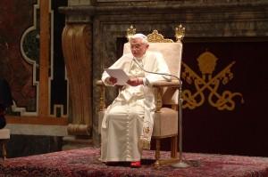1024px-Pope_Benedictus_XVI_january20_2006_8-740x493
