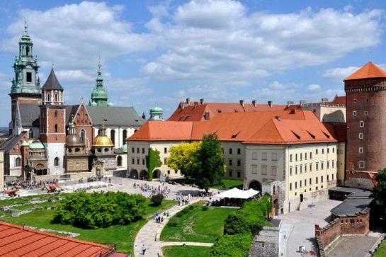 1024px-Wawel_castle-740x493