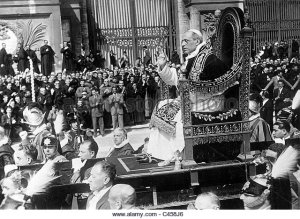 pope-pius-xii-on-his-throne-1939-c458j6