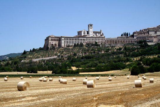 1024px-veduta_della_basilica_di_san_francesco_ad_assisi_1