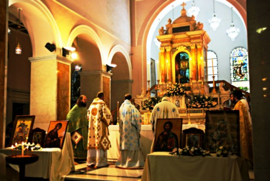 11divine-liturgie-in-the-shrine-of-the-holy-face-in-manoppello-italy_daniel-ibanez_160918-4_1474524681