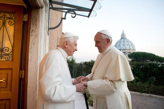 la-derniere-visite-pape-francois-pape-emerite-benoit-xvi-remontait-23-decembre-2013-monastere-mater-ecclesiae-vatican_0_1400_933