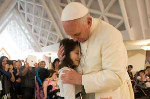 pope_francis_with_a_group_of_disabled_children_led_by_unitalsi_lazio_in_santa_martha_on_may_29_2015_credit_losservatore_romano_cna_1476367521