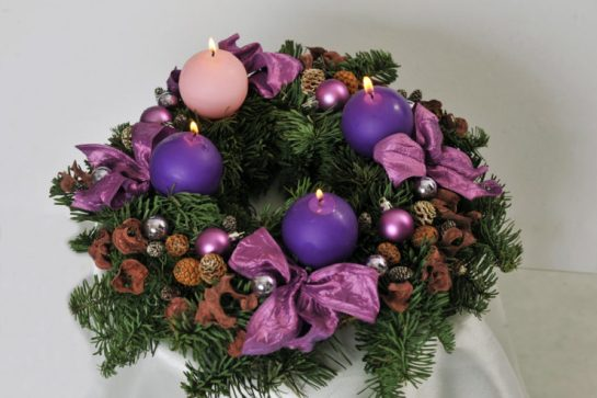 advent_wreath_with_violet_and_rose_candles_4-740x493