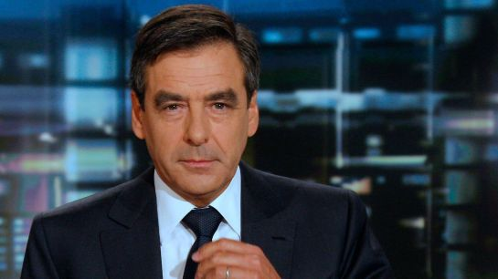 french-prime-minister-fillon-poses-at-a-set-of-french-tv-tf1-channel-headquarters-in-boulogne-billancourt_5419729