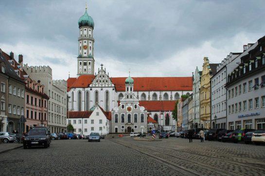 1024px-ulrichsplatz_in_augsburg-740x493
