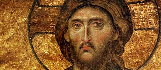 Istanbul Mosaike in der Hagia Sophia: Segnender Jesus, Detail aus der Deesis in der Südempore. Die Hagia Sophia, wie man sie heute bewundern kann, stammt bereits aus dem 6. Jahrhundert. Schon vor dieser Zeit stand an dieser Stelle eine Kirche, die allerdings zerstört wurde. Kaiser Justinian ließ dann um 530 die Hagia Sophia erbauen. Heute dient die Kirche als Museum.